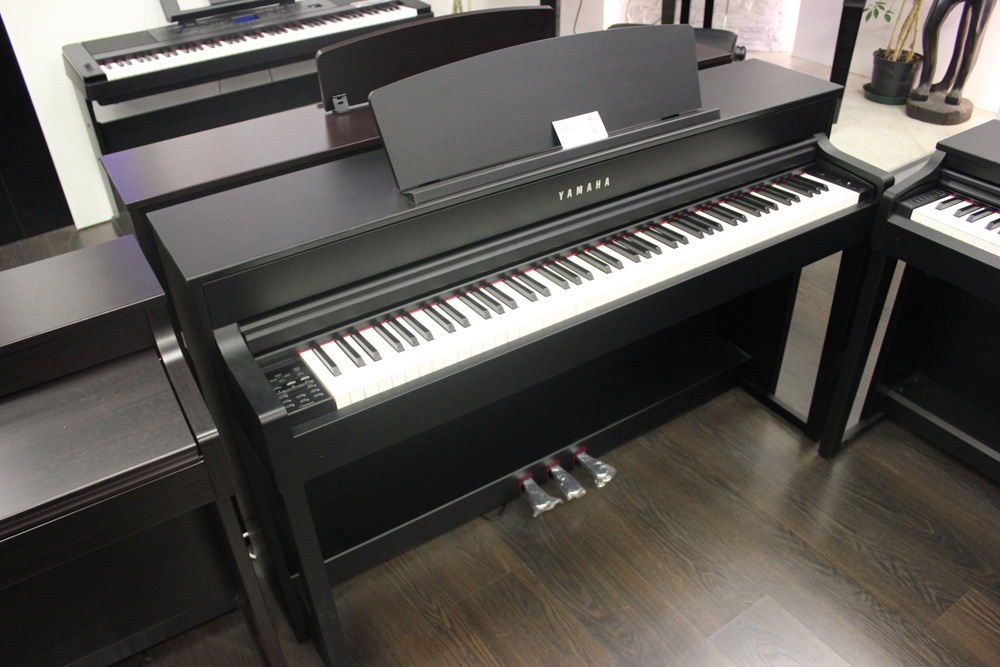 yamaha clp535 pianoforte digitale clavinova finitura nero. Black Bedroom Furniture Sets. Home Design Ideas